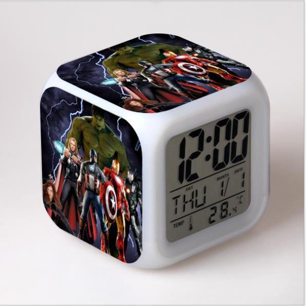 StillCool® AVENGERS-7 couleurs LED Réveil, Horloge héros numérique avec LCD écran Affiche l'heure, la Date, la température