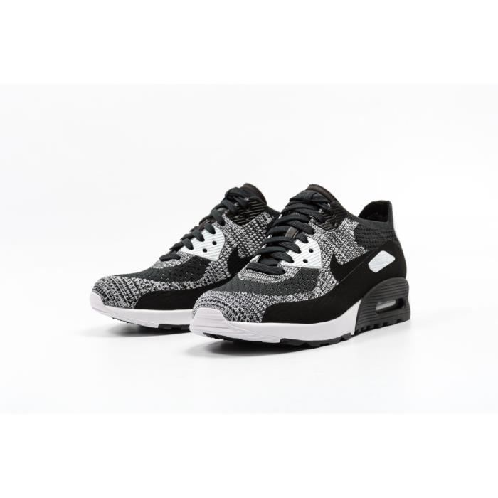 big sale ac474 f3419 Baskets Nike W air Max 90 2.0 Flyknit, Modèle 881109 002 Noir.
