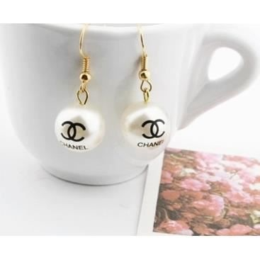 boucles d 39 oreilles cc chanel perle blanche achat. Black Bedroom Furniture Sets. Home Design Ideas
