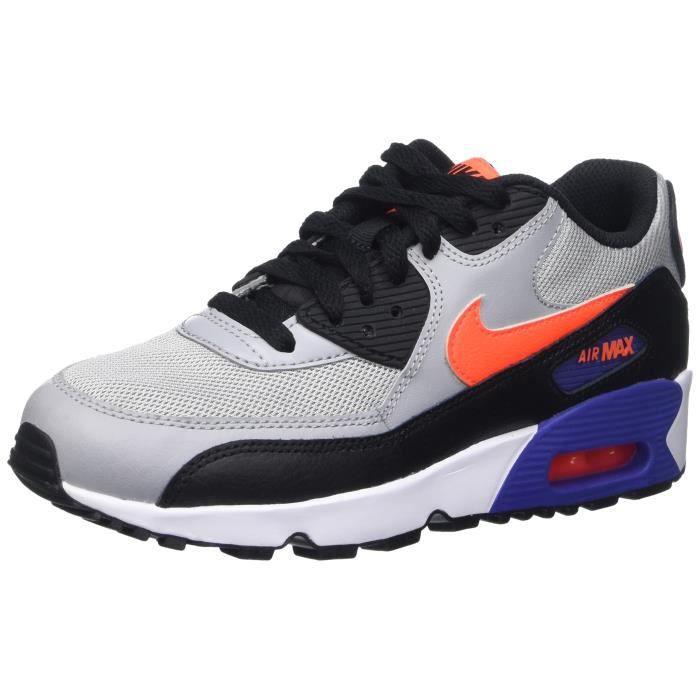 chaussures nike de 2 couleurs differentes
