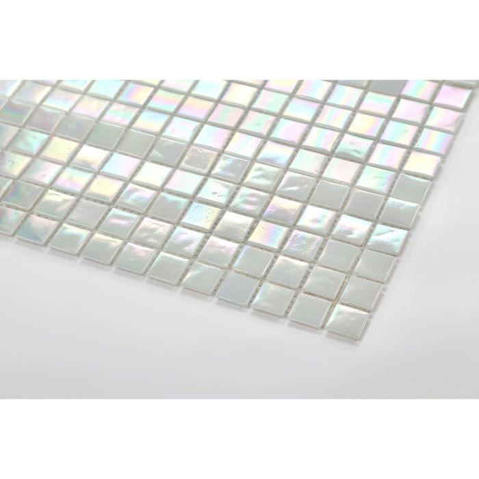 Carrelage mosaïque en verre. perle blanc irisé chatoyante. Offre proposée pour l'achat d'un petit échantillon (MT0131)