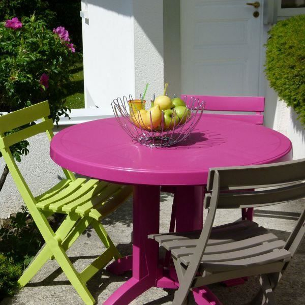 table ronde de jardin vega grosfillex rose fushia. Black Bedroom Furniture Sets. Home Design Ideas