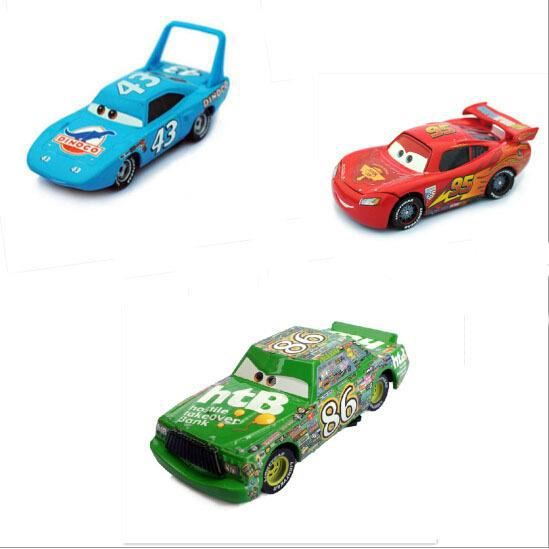 pixar cars 2 le roi chick hicks mcque diecast metal. Black Bedroom Furniture Sets. Home Design Ideas