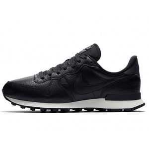 big sale f1a1f fb09b BASKET Nike - Baskets Internationalist Premium WMNS - 828