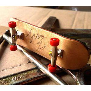 FINGER SKATE - BIKE  Bouton professionnel à la roue rouge manchettes en