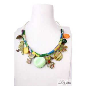 collier ras de cou multicolore en plastique