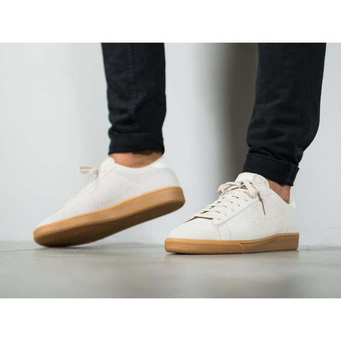 new concept 5b6ea 653fd BASKET Baskets Nike Tennis Classic CS Suede Blanches. 829