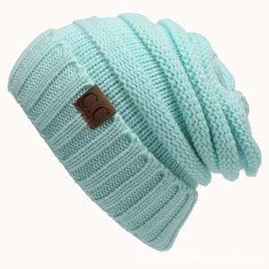 BONNET - CAGOULE Bonnet bleu bébé de laine de couleur unie lettre C