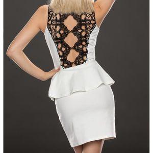 ROBE robe blanche courte dos dentelle noir
