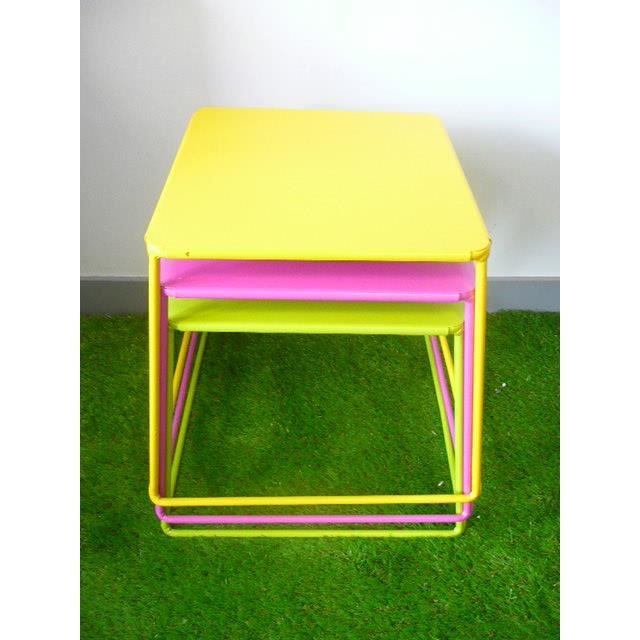 lot de 3 tables basse carr es empilables m tal jaune vert anis fuschia achat vente table. Black Bedroom Furniture Sets. Home Design Ideas