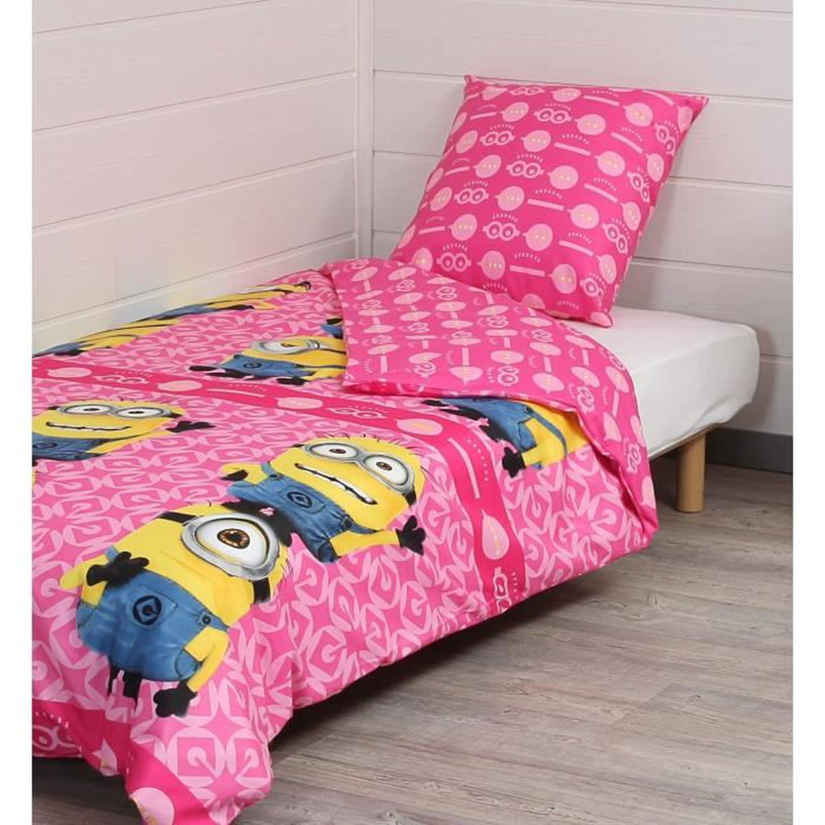 les minions parure de couette 1 housse de couette 140x200 cm 1 taie d 39 oreiller 60x70 cm rose. Black Bedroom Furniture Sets. Home Design Ideas