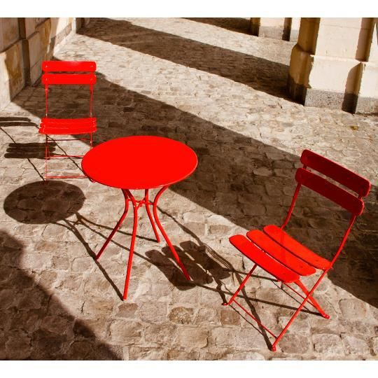 ensemble bistrot rouge 2 pl 1 table 2 chaises achat vente salon de jardin ensemble. Black Bedroom Furniture Sets. Home Design Ideas