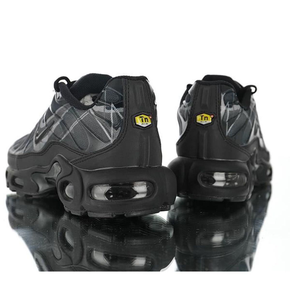 baskets nike air max tn plus txt chaussures de running homme noir