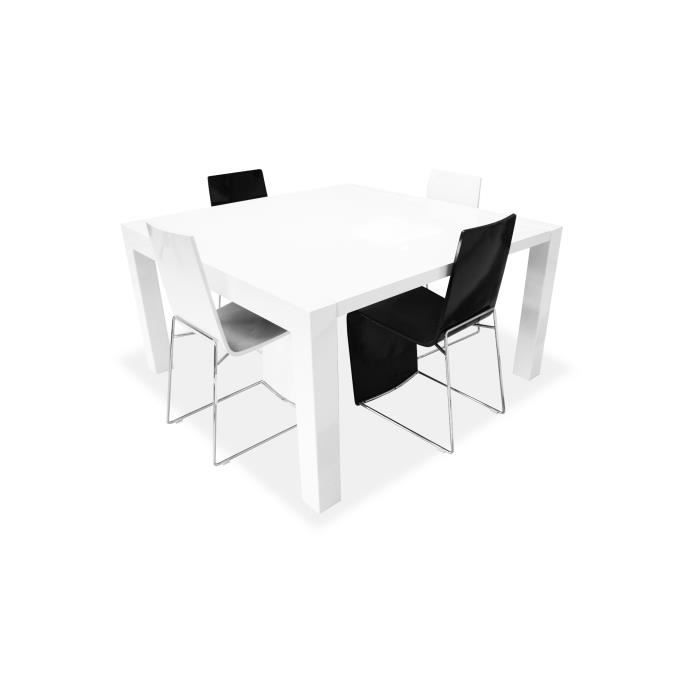 Une table de repas carr e extensible laqu e et moderne for Table a manger carre extensible