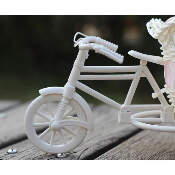Grand décor de fête de stockage de vase de panier de fleur de vélo de tricycle de rotin A WTX60805487A