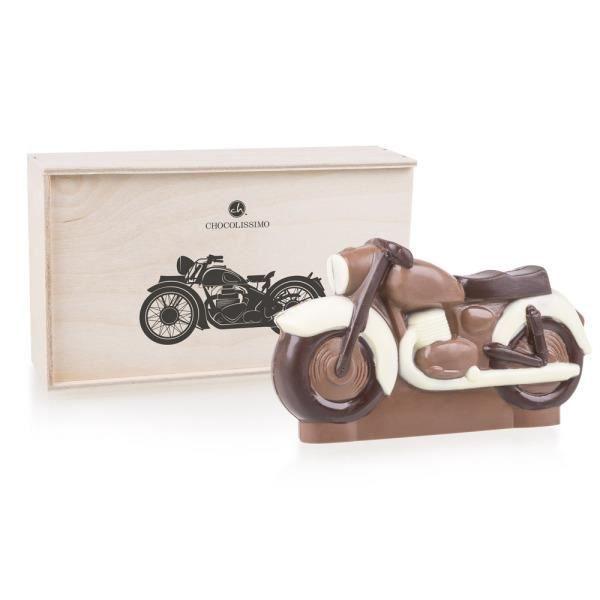 Moto en chocolat dans un coffret en bois