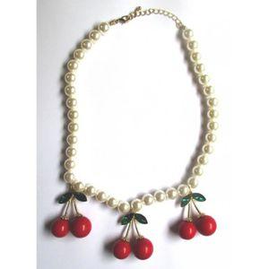 PENDENTIF VENDU SEUL collier perle blanche avec 3 paires de cerises 3D