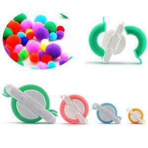 KIT DE COUTURE 4 Tailles Fabriquer des Pompons Clover Appareil à