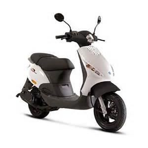 piaggio zip 50cc 2t blanc achat vente scooter piaggio. Black Bedroom Furniture Sets. Home Design Ideas