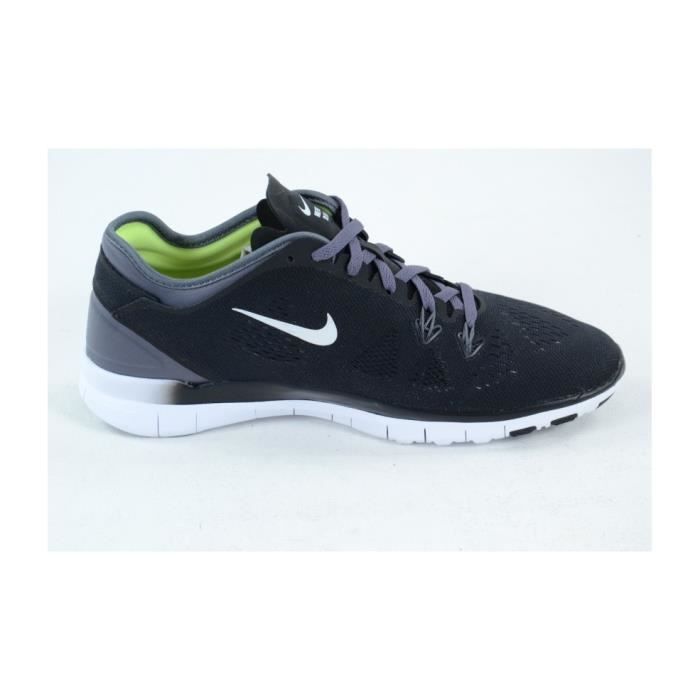 best loved 3923b ad03a BASKET Basket femme Nike. Modèle  WMNS FREE 5.0 TR FIT 5. La chaussure de  training Nike Free ...