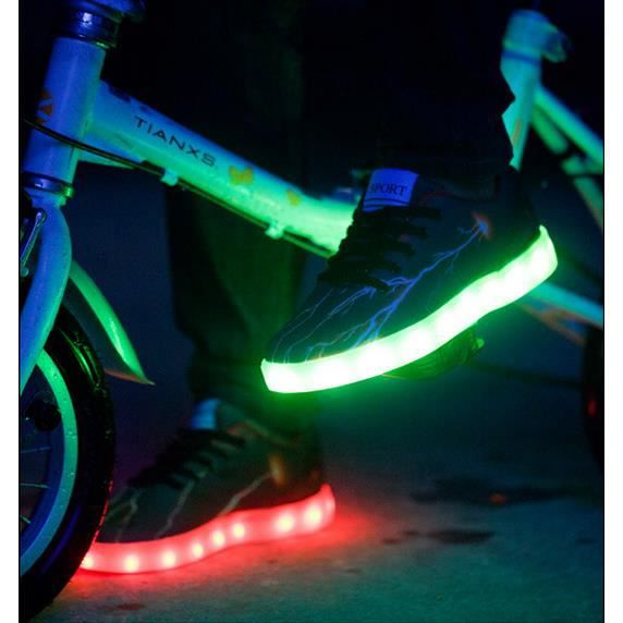 Refroidir USB rechargeable à DEL multicolores Chaussures Glowing Sneakers