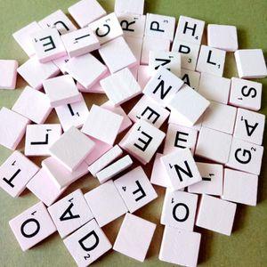 JETON DE JEU 100pcs lettres de l'alphabet en bois Pink