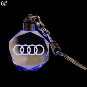 Port/é-cl/é chrom/é et /él/égant avec le logo Audi en 3D Pochette cadeau incluse