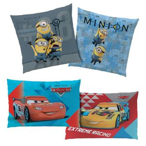 COUSSIN Coussin Les minions + 1 coussin Disney Cars offert